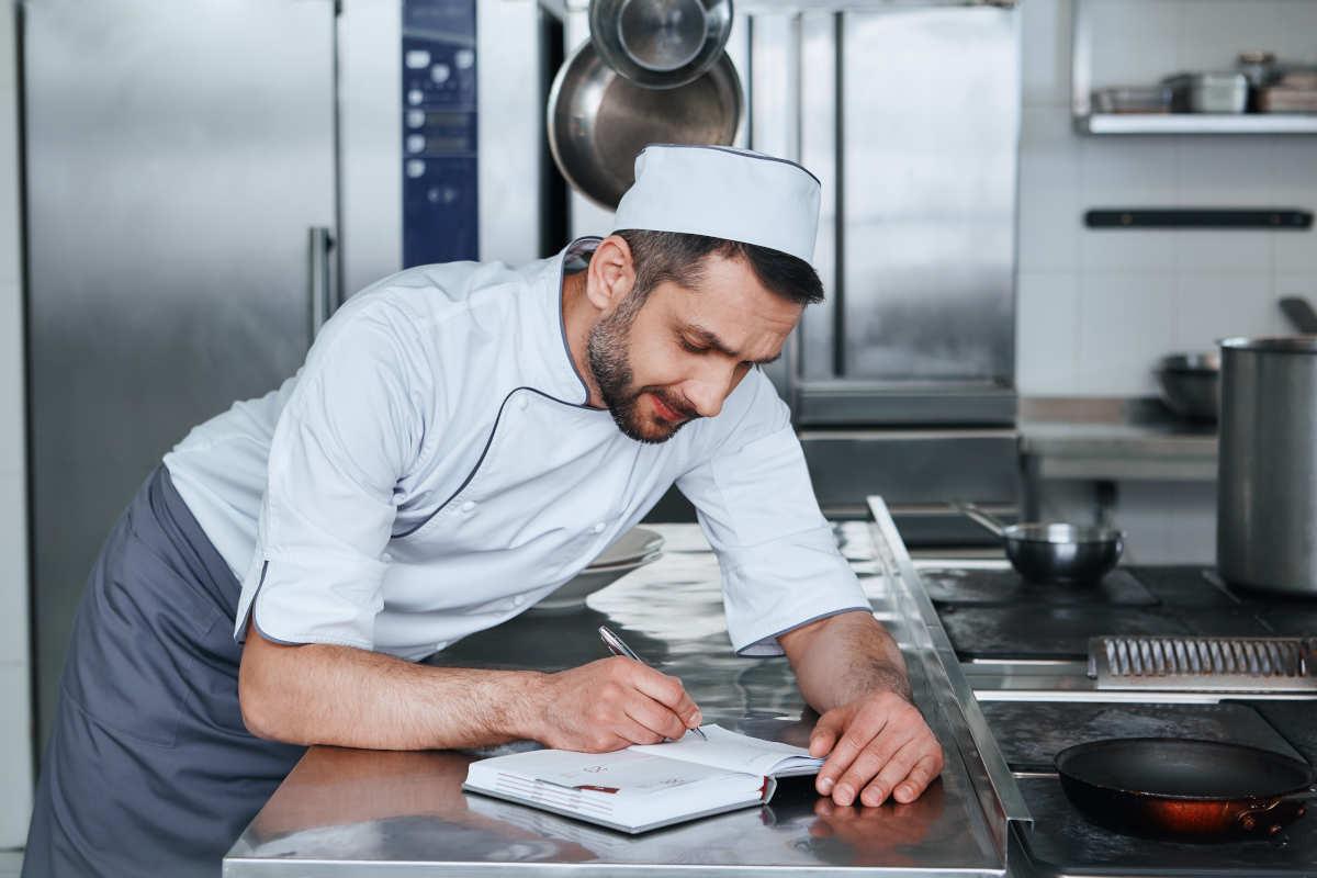在庫管理の改善事例と実践できる4つのポイント
