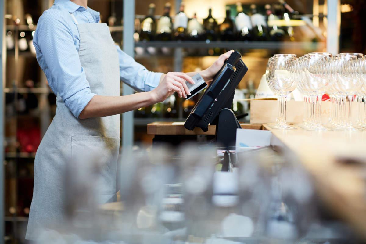 【業態別】飲食店におすすめのPOSレジ|追加しておきたい7つの機能